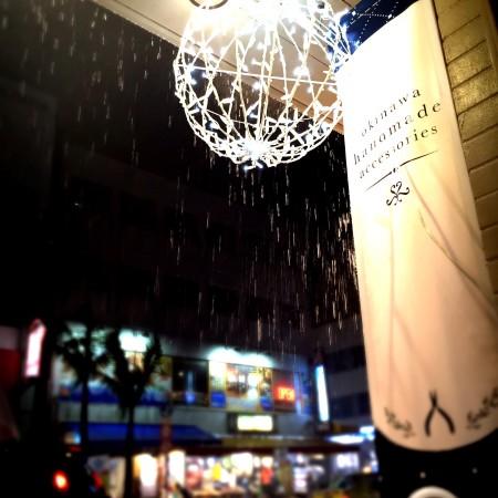 2015.1214.06 kukuruloco松尾店 イルミネーションボール 沖縄 国際通り 雨粒