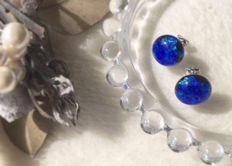 ハンドメイドアクセサリー ホタルガラス 直結ピアス モチ型ピアス